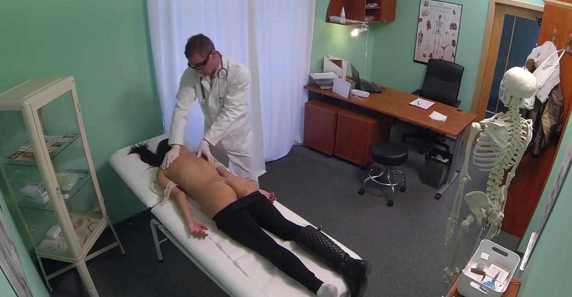 Пердос с сексульной медсестрой в кабинете врача